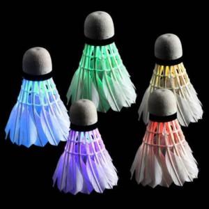 leuchtender federball badminton